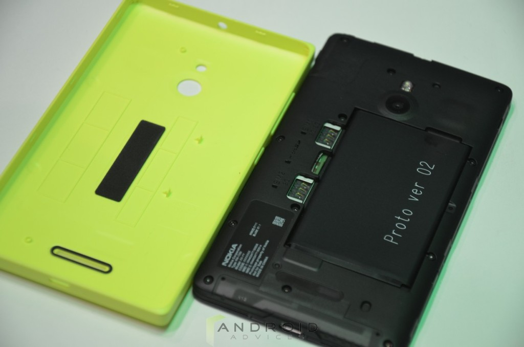 Nokia XL Back Cover Removed