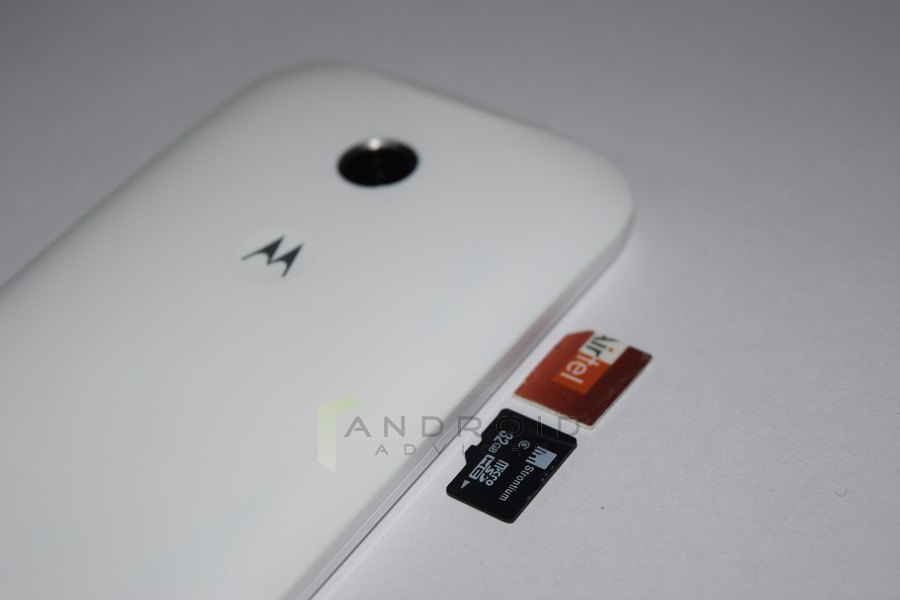 how to put sim in moto g